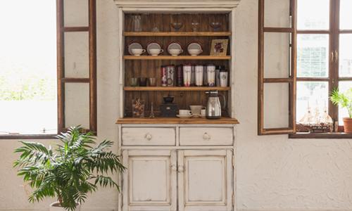 アンティーク風・レトロ調のおしゃれな食器棚おすすめ8選