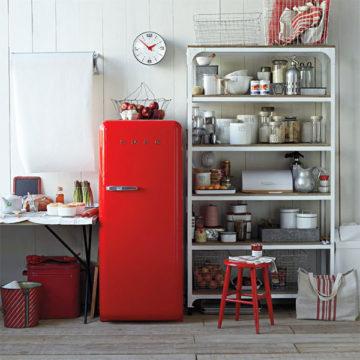 インテリアになる赤い冷蔵庫2