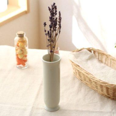 おしゃれな白基調の陶器製一輪差し花瓶3