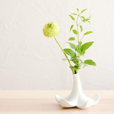 おしゃれな白基調の陶器製一輪差し花瓶4