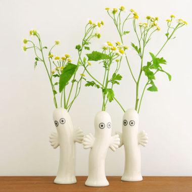 おしゃれな白基調の陶器製一輪差し花瓶8